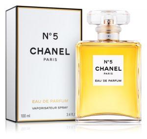 Najslávnejší parfum sveta, Chanel N°5, zatiaľ nikto neprekonal. Stále je najznámejším parfumom sveta.