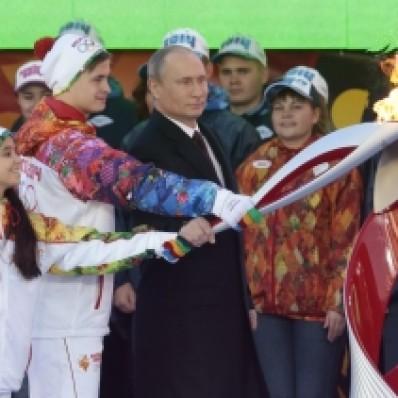 Olympijský oheň pre zimné hry v Soči dorazil do Moskvy